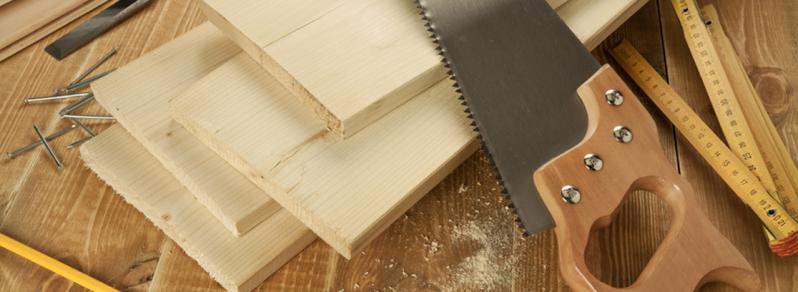 Outils construction maison en bois